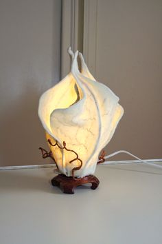 beautiful lamp by felt artist Sharon Costello Felt Crafts, Diy And Crafts, Luminaria Diy, Lampe Art Deco, Creation Deco, Wool Art, Unique Lighting, Nuno Felting, Felt Art