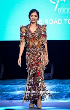 Philippines Fashion, Philippines People, Modern Filipiniana Gown, Filipino Fashion, Ballroom Gowns, Tribal Costume, Oriental Fashion, Western Outfits, Formal Evening Dresses