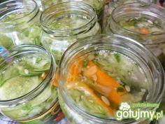 Prosta sałatka z ogórków na zimę