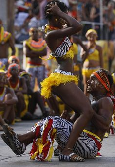 What is Afro dance precisely? An African Culture African Beauty, African Women, African Fashion, Black Love Art, Black Is Beautiful, Danse Salsa, Afro Dance, Dance Music, Black Dancers
