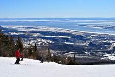 Mont-Sainte-Anne, le géant de Beaupré par Gary Lawrence sur www.ledevoir.com #quebecregion #SommetsStLaurent #OuiSkiQc Saint Laurent, Quebec, Skiing, Wonderland, Canada, Mountains, Places, Nature, Travel