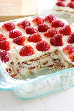 Take fresh strawberries and cream to the next level with this no-bake Strawberry Shortcake Icebox Cake. Fluffy whipped cream, juicy strawberries and graham crackers are all you need to make this potluck favorite! Strawberry Icebox Cake, Strawberry Shortcake Recipes, Strawberry Desserts, Strawberry Refrigerator Cake, Strawberry Tiramisu, Strawberry Blueberry, No Bake Desserts, Easy Desserts, Dessert Recipes