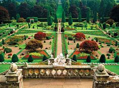 Drummond Castle Gardens, (Where Outlander season 2 shot the gardens of Versailles) England And Scotland, Edinburgh Scotland, Scotland Travel, Castle Scotland, Oh The Places You'll Go, Places To Travel, Places To Visit, Outlander, Parks