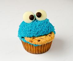 Cookie monster cupcakes!  Kelly-I thought you'd like these.