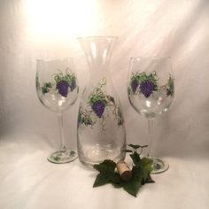 Decanter and wine glass set hand painted grapes por DeannaBakale