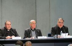 Msgr. Jose Maria Gil Tamayo, Fr. Federico Lombardi, and Fr. Thomas Rosica speak to the press on Feb. 26, 2013. Credit: David Uebbing/CNA