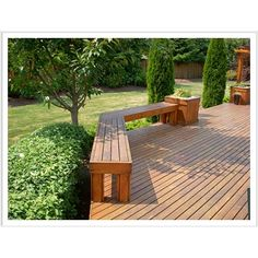 wood deck seating with planter - like the hedge around the edge too