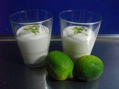 Suuuuper lecker! das müsst ihr ausprobieren  Limette creme kann mann für  Obstsalat,kuchen,und nachspeise verwenden   Und ihr brauch 4 Zutaten     4×Limetten   1×Magerstufenquark   1×SAHNE    2PCK.Vanilienzucker   1.Sahne mit vanillezucker steif schlagen   2.die schale von der limette raspeln und den saft pressen   3. Quark und vanilliezucker rühren dann die sahne    limettensaft und die limetten schale alles in der schüssel geben dann ist die limettencreme fertig