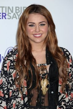Miley Cyrus long, wavy hairstyle