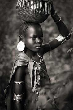 Africa, Portrait of a Mursi girl. African Children, African Men, African Beauty, Africa Tribes, Africa People, Tribal People, African Culture, African Design, Photo Black