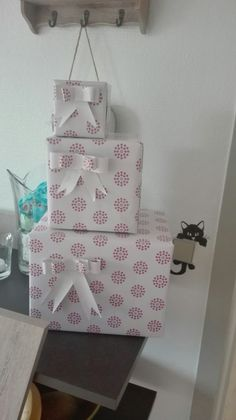 bow on gift packs