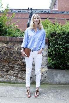 Street Style | Jennifer Neyt: light blue button-down shirt x white skinny jeans x leopard printed heels