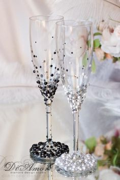 Black White Wedding Set Wedding Toasting Glasses Champagne Flutes Toasting Tlutes th Wedding Anniversary Gifts Bling Champagne Glasses Diy Wine Glasses, Decorated Wine Glasses, Painted Wine Glasses, Wedding Toasting Glasses, Wedding Champagne Flutes, Champagne Glasses, Diy Wedding, Wedding Gifts, Wedding White