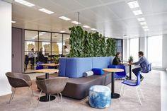 Новое офисное пространство для компании OVG Real Estate спроектировала Studio D/Dock. Офис расположился на верхнем этаже знаменитого зеленого здания Edge Building в Амстердаме, Нидерланды