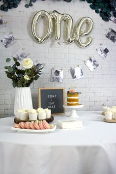 Get the how to on this super cute and easy DIY Monthly Photo Garland to help celebrate baby's first birthday party in style!