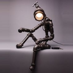 OTURAN ADAM FIGURLU BORU MASA LAMBASI TASARIMI - SITTING MEN FIGURE PIPE DESIGN DESK LAMP