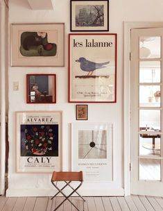 inspiring home gallery wall.,inspiring home gallery wall. / sfgirlbybay gallery wall gallery wall Frames are decorative accessorie. Diy Wand, Vintage Wall Art, Vintage Walls, Hobbies Ideas, Living Room Designs, Living Room Decor, Decor Room, Bedroom Decor, Bedroom Themes