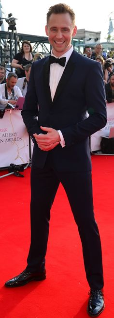 Tom Hiddleston at the British Academy Television Awards at the Royal Festival Hall, London (08.05.2016). Via Torrilla. Higher resolution image: http://ww4.sinaimg.cn/large/6e14d388gw1f3ojlsjf5wj21jh2bc7wh.jpg