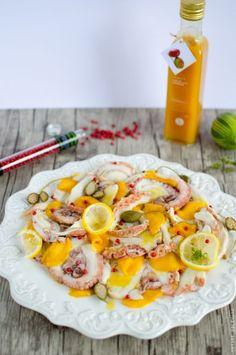 Régalez-vous avec cette salade de poulpe exotique à la mangue et au citron vert, pouvant être servie en salade folle ou en carpaccio. Direction les îles ! Ceviche, Fruit Salad, Cobb Salad, Carpaccio, Gastro, Raw Vegetables, Fish And Seafood, Seafood Recipes, Love Food