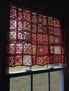 Best 12 I am going to make this for my kitchen window! Ravelry: AuntieBecky's Freesia square curtain