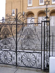 #Charleston is full of beautiful iron works like this seen on Rutledge Ave and you can see for yourself if win #travel pkg on www.terrancezepke.com #terrancetalkstravel
