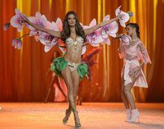 $2.5 million jewel-encrusted Floral Fantasy gift set // Victoria's Secret Fashion Show 2012
