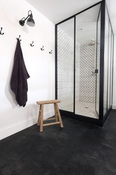 Bathroom Decor themes La rnovation dun htel particulier - PLANETE DECO a homes world Basement Remodel Diy, Basement Remodeling, Bad Inspiration, Bathroom Inspiration, Basement Furniture, Villa, Design Your Home, Hotels, Small Bathroom