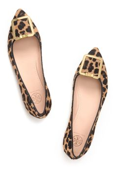 TORY BURCH pointy-toe classic in a leopard print 2014 Cute Shoes, Me Too Shoes, Zapatos Animal Print, Ballerinas, Shoe Boots, Ankle Boots, Pumps, Nike Outfits, Crazy Shoes