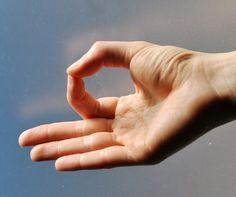 Nerozumím, jak je to možné, ale funguje to. Podržte ruce v této poloze a s Vaším tělem to udělá hotové zázraky. Mě to pomohlo v.. - Strana 2 z 2 - primanatura.cz