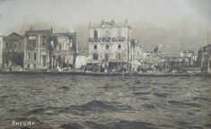 ✿ ❤ The seafront of Smyrna smoulders post the 1922 fire. The quayside of Smyrna Jon Bon Jovi, Ottoman Empire, Destruction, Old Photos, Past, Greece, Places To Visit, Old Things, Fire