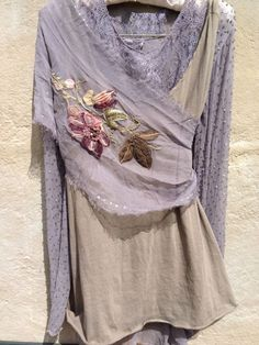 use two contrasting colored sheer panels. Embellishe the top one to complement the under one. Hippy Chic, Boho Chic, Boho Gypsy, Bohemian Style, Mode Style, Style Me, Estilo Hippy, Look Fashion, Womens Fashion