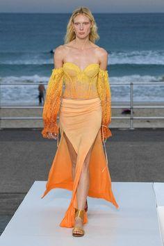 Jonathan Simkhai Australia Resort 2020 Fashion Show - Vogue 2020 Fashion Trends, Fashion 2020, Runway Fashion, Fashion Brands, Fashion Outfits, Women's Fashion, Fashion Designers, Spring Fashion, Vogue Paris