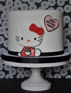 Hello Kitty Cake by jdesmeules (Blue Cupcake), via Flickr