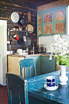 20120820 Loviisa.  Perinnerakentaminen - Maltti on valttia.  Kuvassa keittiö.  Koti ja keittiö / Kirsi-Marja Savola.  HUOM! Kysy päätoimittajalta saako juttua antaa eteenpäin, koska jutussa olleilta ihmisiltä on ensin kysyttävä lupa saako heidän kotiaan esitellä muualla kuin Koti ja keittiö lehdessä.