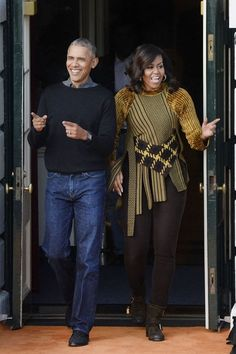Michelle Obama left a fashion legacy during her time in the White House. Remember some of her best looks and see how her style just keeps getting better. Michelle Obama Fashion, Michelle And Barack Obama, Carlos Mendes, Couple Noir, Barack Obama Family, First Black President, Black Presidents, Fashion Articles, Black Love