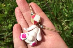 collier-pendentif-lapin-2doigtsdidee2 Polymer Clay, Rabbit, Creations, Drop Earrings, Knitting, Projects, Jewelry, Pendant Necklace, Rabbits