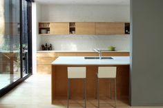 to upper cabinet, or not to upper cabinet? that is an ongoing question for us with our kitchen but these ones, by La Shed Architecture make me think we should. La Shed Architecture, Green Terrace, Upper Cabinets, Cuisines Design, Home Staging, Kitchen Interior, Interior Inspiration, Kitchen Dining, Dining Room