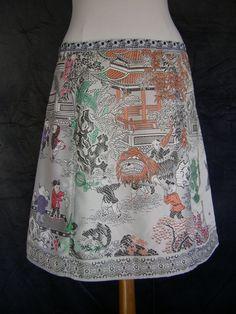 A-lijn rok, upcycle, Chinees brokaat, zilver grijs glanzende stof, rood groen oranje paars zwart, spelende kinderen, maat Medium
