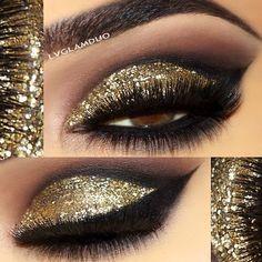 32 + Trendy Party Make-up sieht Lidschatten Gold Glitter - Makeup Looks Going Out Gold Glitter Eyeshadow, Eyeshadow Base, Body Glitter, Glitter Makeup, Eyeshadow Makeup, Eyeshadows, Makeup Eyes, Glitter Boots, Glitter Clothes