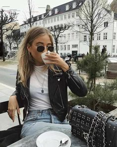 17 stylish leather jacket outfits you should try 2020 dresses black girl Chic Outfits, Fashion Outfits, Womens Fashion, Girl Pose, First Day Outfit, Leather Jacket Outfits, Leather Jackets, Streetwear, Winter Mode