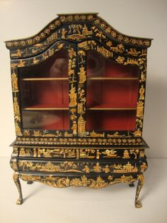 290: Renee Isabelle Lacquer Cabinet : Lot 290