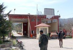 Des combattants rebelles à la frontière turco-syrienne près de Kassab, le 23mars.