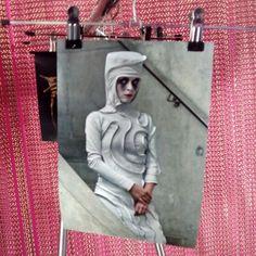 """""""Under the flower, Macbeth"""" , fotografía de la exposición """"Vestuario Escénico"""" en el Espacio Ambigú del @teatroesquinas"""