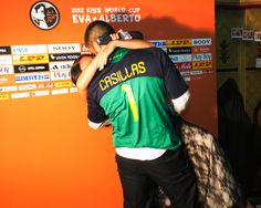 A very footballing boyfriend. Under this premise the photocall/photobooth suddenly turns into an exact replica of the one who witnessed the famous kiss between Iker Casillas and Sara Carbonero at the World Cup in South Africa. The guests were to reproduce in his own way that kiss, dressed as the famous protagonists as they were immortalized on a Polaroid snapshot. The couple, improvised jury decided what was the best and had the winning prize! Wedding Planners · Presume de Boda.