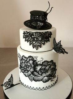 Black & white, rock 'n roll but feminine, two-tiered cake -- and the cake topper looks like Slash's tophat! Crazy Cakes, Fancy Cakes, Cute Cakes, Pretty Cakes, Gorgeous Cakes, Amazing Cakes, Cake Original, Black White Cakes, Painted Cakes
