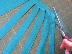 Best t-shirt yarn tutorial I've seen so far!  Trying it right away!