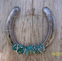 decorative horseshoes - I'm not a horse person, but this is pretty and clever