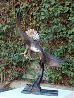 Quality and attention to detail are captured forever in this expectionally striking eagle. Ensure you only get the best. Call the Bronzeman today at (877) 528-2531.