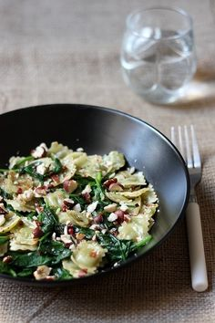 Ravioli sauteed with spinach: an idea to eat Romans ravioli differently! Romans ravioli sautéed with spinach and hazelnuts. I Love Food, Good Food, Yummy Food, Pasta Recipes, Cooking Recipes, Gourmet Recipes, Organic Recipes, Pasta Dishes, Food Inspiration