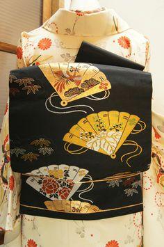 Kimono Fabric, Fabric Art, Silk Fabric, Japanese Clothing, Japanese Outfits, Kimono Japan, Japanese Kimono, Japanese Textiles, Japanese Patterns